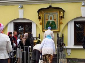 Икона святой блаженной Матроны Московской на Территории Покровского монастыря