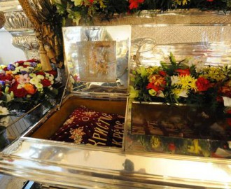 Рака с мощами святой блаженной Матроны Московской в храме Покровского монастыря
