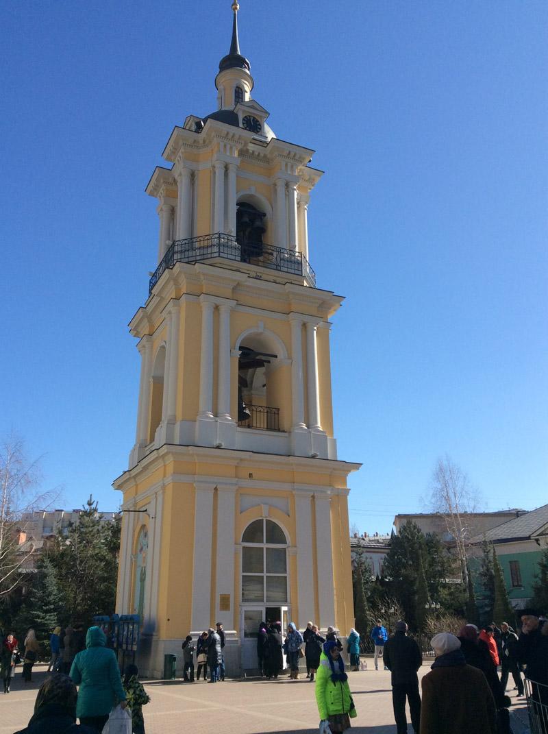 Колокольня на территории монастыря