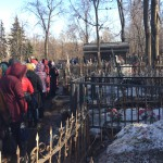 Очередь к могилке святой Матроны на Даниловском кладбище